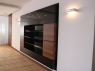 nowoczesna-biblioteczka-czarny-lakier-i-fornir-2