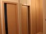 drzwi-obok-szafy-z-lustrem-2