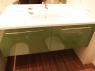 lakierowane-w-polysku-na-zielono-szafki-lazienkowe-3
