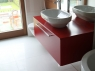 nowoczesne-meble-lazienkowe-czerwona-szafka-1